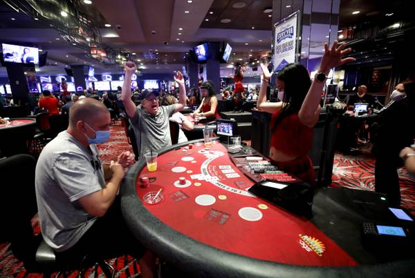 What The Professionals Aren't Claiming Concerning Online Poker Betting Sites